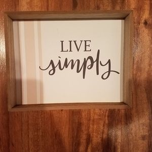 New wooden live Simply farmhouse style decor